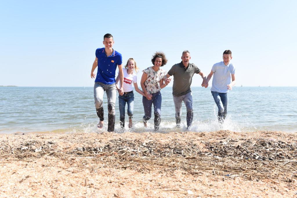 ambers fotografie buitenlocatie gezin op strand
